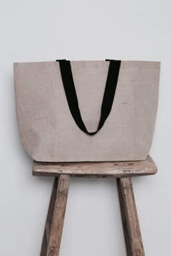 Galleri-juco-Shopping-bag-med-sorte-hanke-Juco